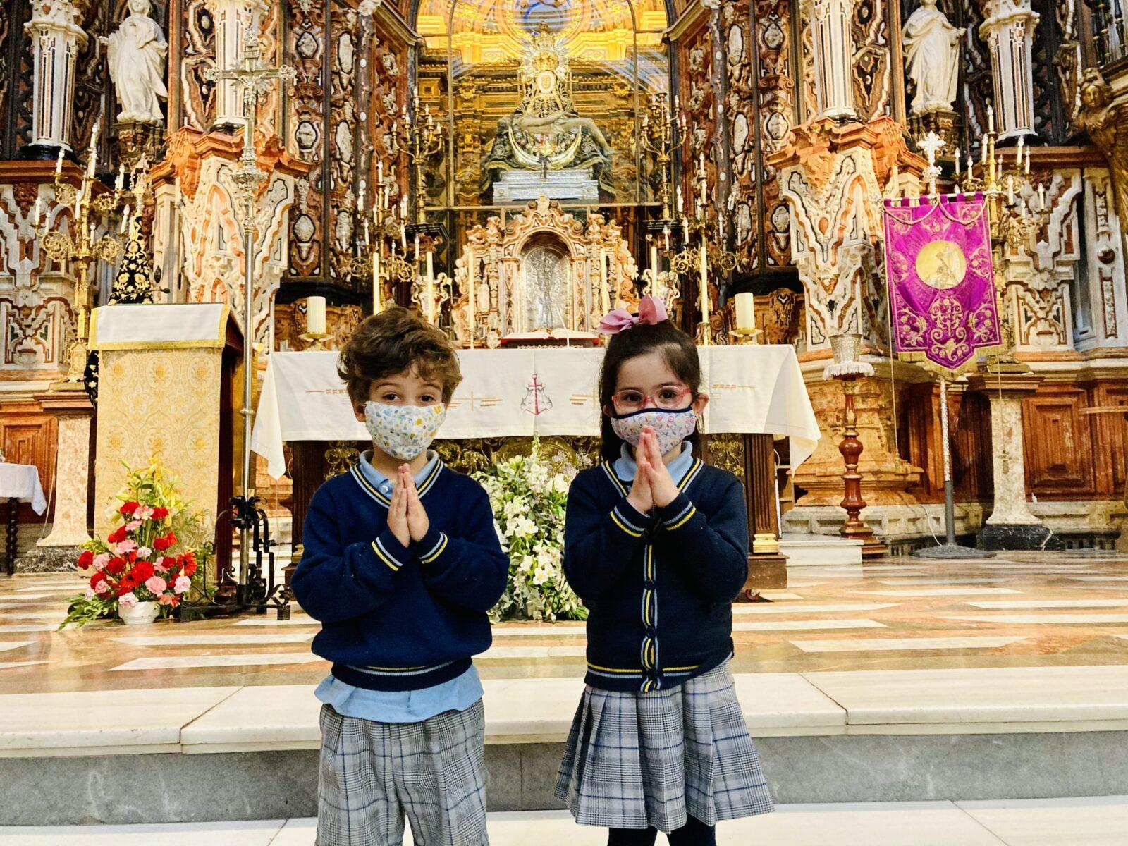 La iglesia en el colegio virgen de las angustias Granada